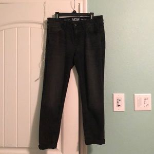 Black Slim Capri Jeans